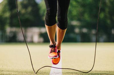 Лучшие упражнения на скакалке для похудения для девушек