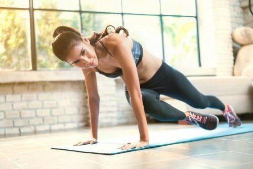 интервальная тренировка дома при похудении женщине