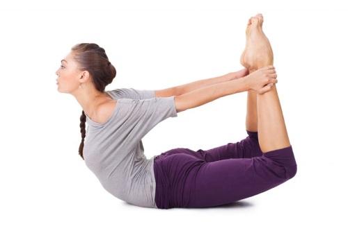 позы йоги для плоского живота