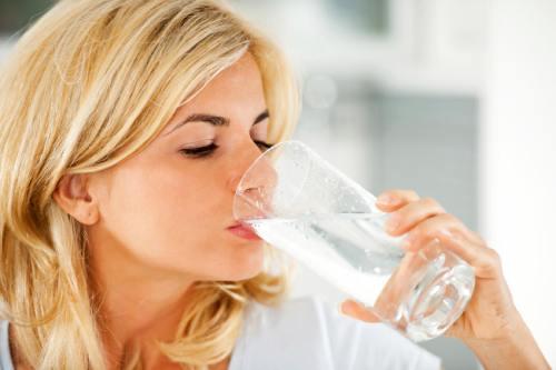 польза теплой воды по утрам