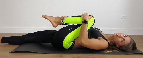 выполняем растяжку мышц