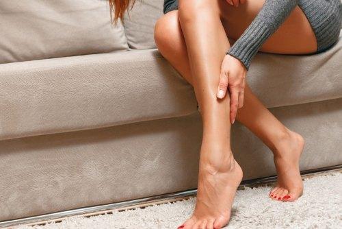 болят икроножные мышцы почему