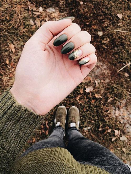 осенний маникюр с фольгой на короткие ногти 4