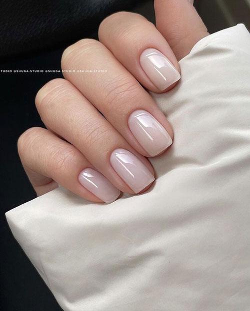 монохромный осенний маникюр на короткие ногти 3