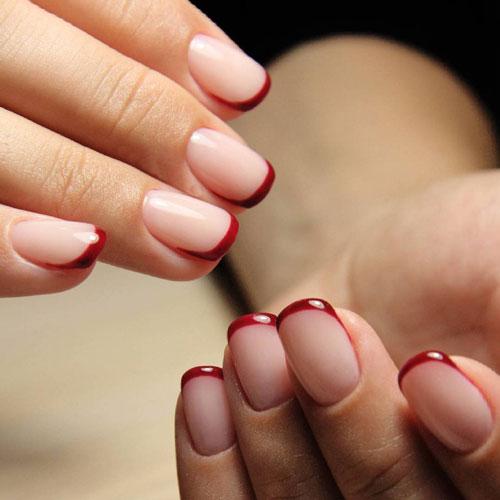 осений французский маникюр на короткие ногти красный