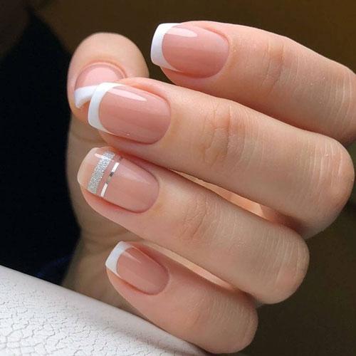 Французский маникюр на короткие ногти белый