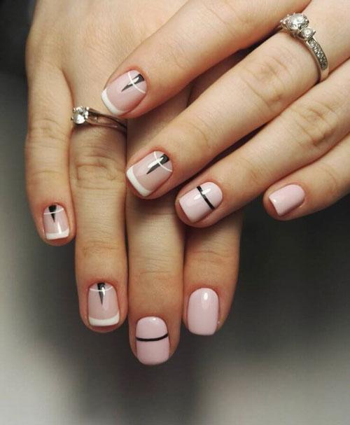 Французский маникюр на короткие ногти бело-черный