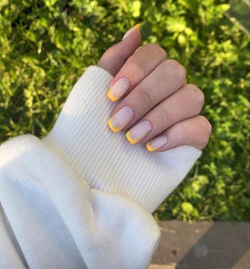 французский маникюр на короткие ногти с глиттером 3