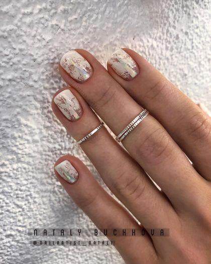 осенний маникюр на короткие ногти с фольгой 3