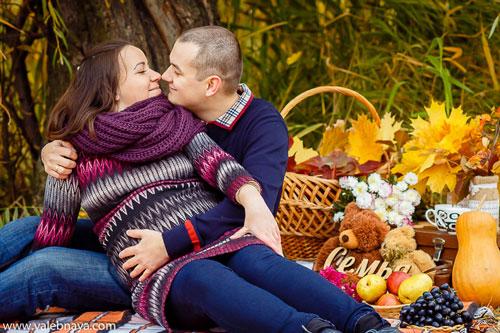 фотосессия беременных с мужем на природе осенью