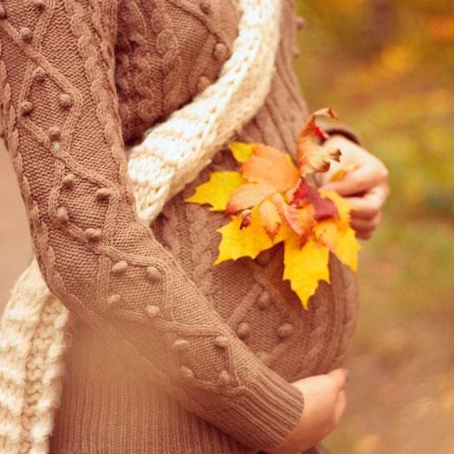фотосессия беременных в лесу осенью