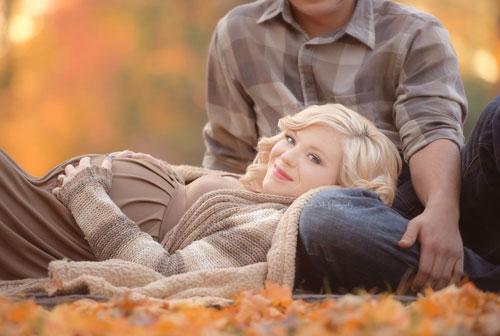 беременная фотосессия осенью с мужем 4