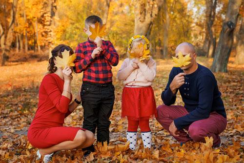 идеи для семейной фотосессии осенью на природе 6