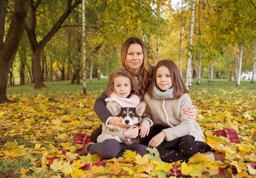 идеи для семейной фотосессии осенью на природе с животными