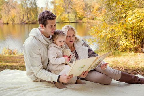 идеи для семейной фотосессии осенью на природе с детьми на природе 3