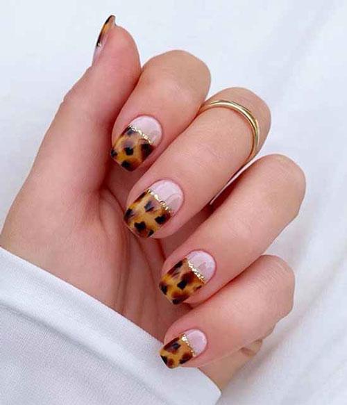 маникюр на короткие овальные ногти осень