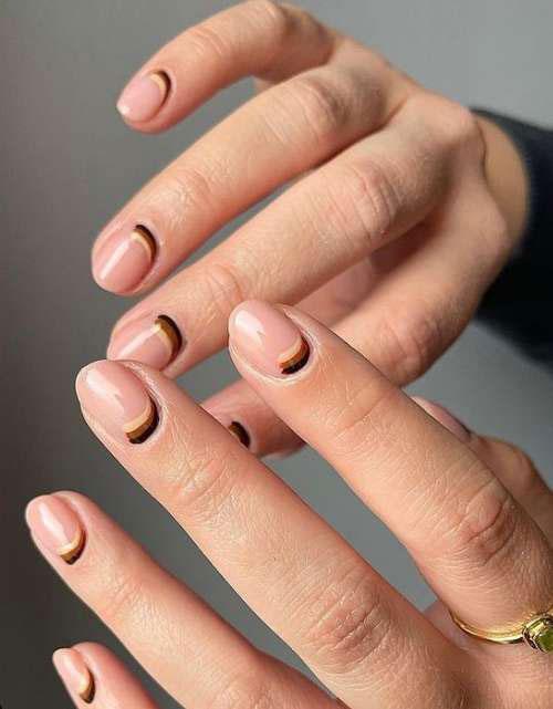 цвет маникюра осень 2021 на короткие ногти