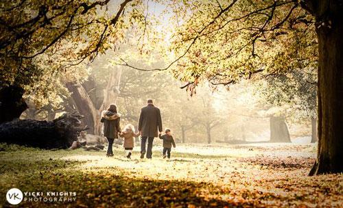 идеи для семейной фотосессии на природе осенью в лесу 9