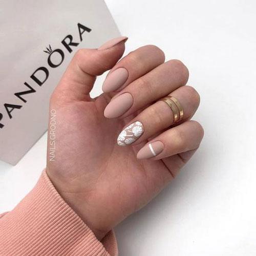 маникюр 2021 осень короткие ногти нежный дизайн 4