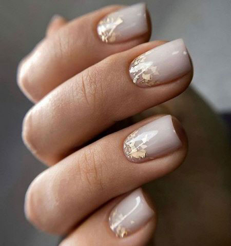маникюр 2021 осень короткие ногти нежный дизайн